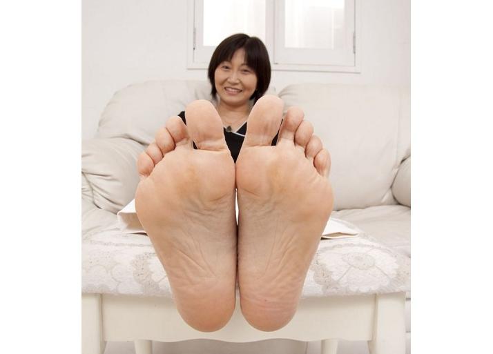 足はあなたの内面や過去を語ります~人生を表す足裏の秘密~