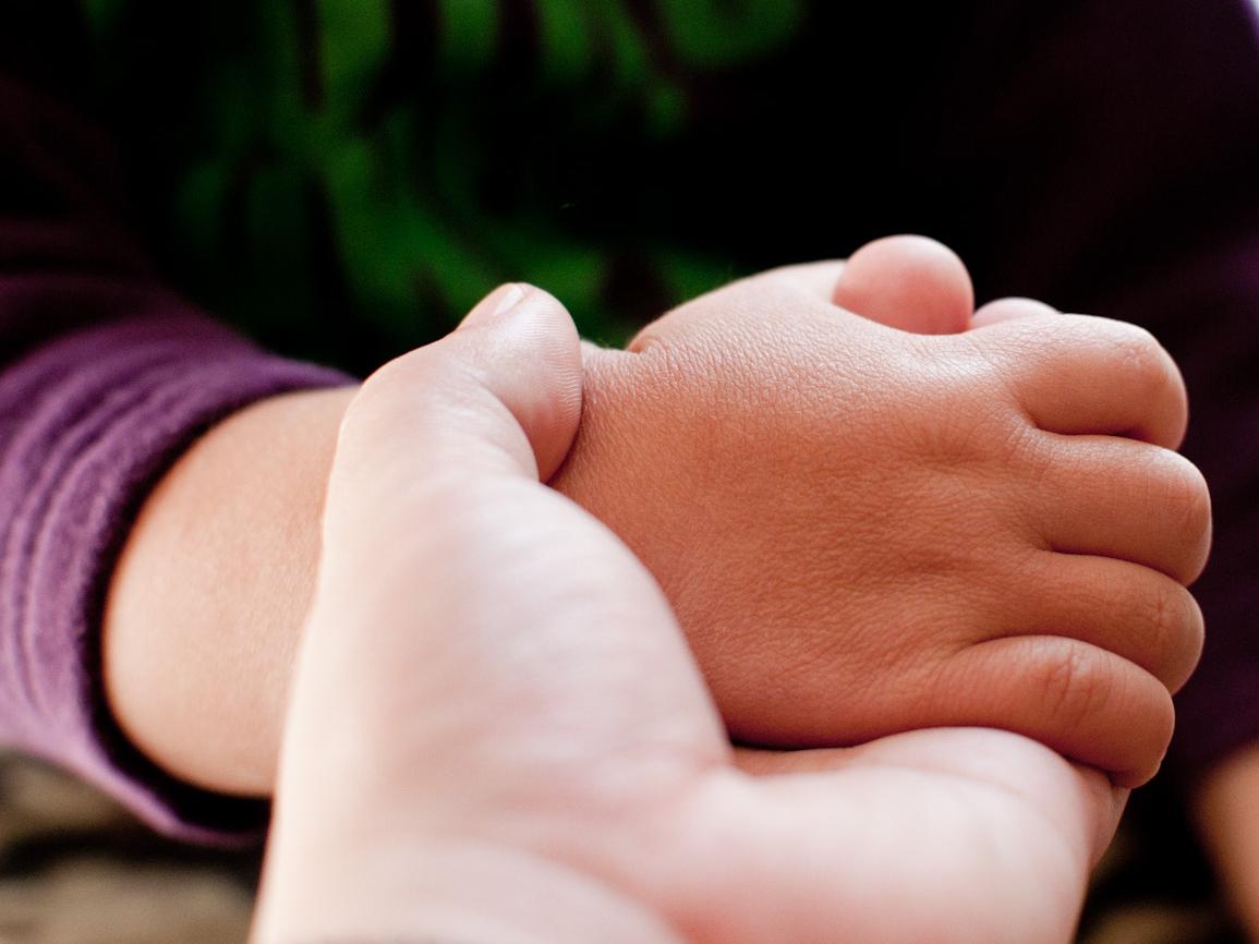 家庭でできる親子スキンタッチ健康法