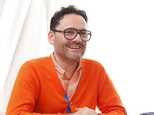 アダム・ジョーンズさんインタビュー「ファッションとスピリチュアルのかけ橋に」~癒しをもたらす革新的ニット~PART.2