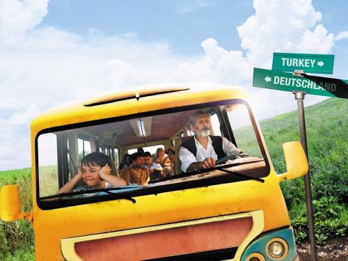 それぞれが胸に思いを抱え、故郷への旅が始まる!『おじいちゃんの里帰り』