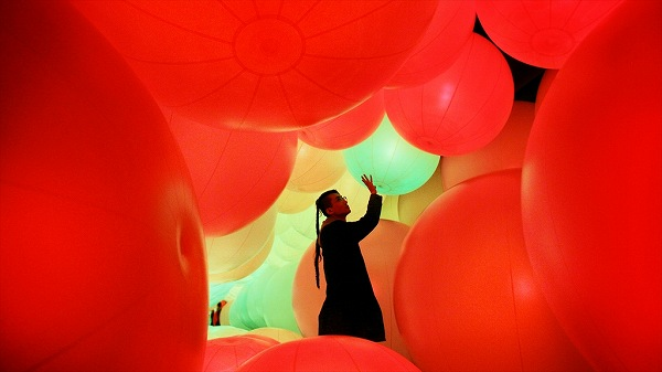 """""""伝播""""""""変容""""を実感できるデジタルアート作品「世界は、均質化されつつ、変容し続ける」を「Media Ambition Tokyo 2014」(東京・六本木)にて国内初展示"""