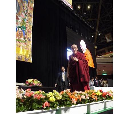 ダライ・ラマ法王講演レポート。私たちは、一人の人間という意味で、皆、同じ立場である。
