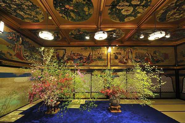"""桜の名所・目黒川のほとりで""""いけばなの祭典"""" 『いけばな×百段階段2014』 Japanese cherry tree is very cool."""
