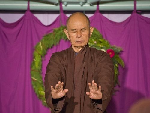 「食事の時間は、食べることに集中する」~ティクナットハン師が導く食事瞑想法