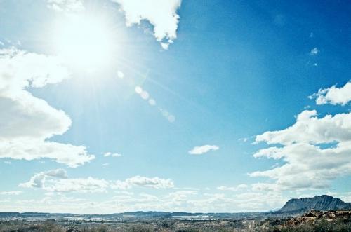 暑い夏こそ引きこもりに注意!~夏の健康の秘訣は適度に太陽光を浴びること~