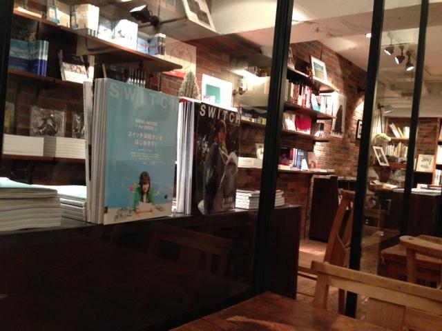 アート心にスイッチ! 本に囲まれてお茶する、西麻布の異色癒しスポット