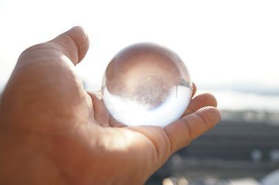 ★選ぶ色でわかる! 水晶で映す2015年、上半期の運勢とは?