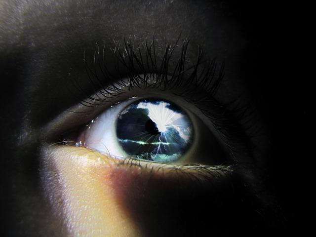 100年前に発見されていたオーラを見る方法とは?