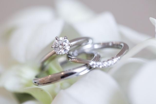 不倫を通すと見えてくる、結婚というシステムの本質~婚姻届は精神安定剤のような愛情の形