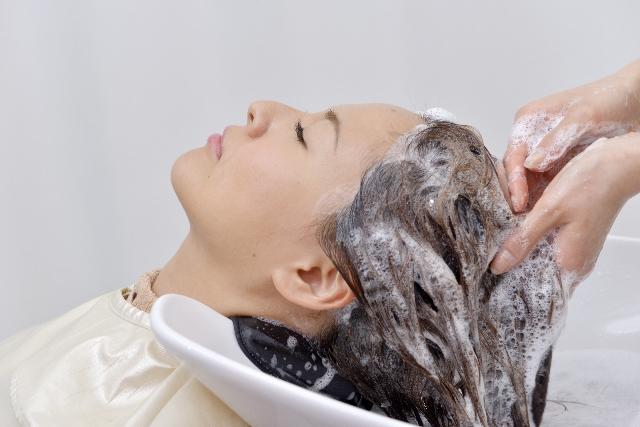 薄毛・抜け毛の一番の原因はシャンプー!? 脱シャンプー生活の提案