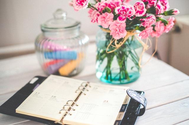 flowers-desk-office-vintage (1)