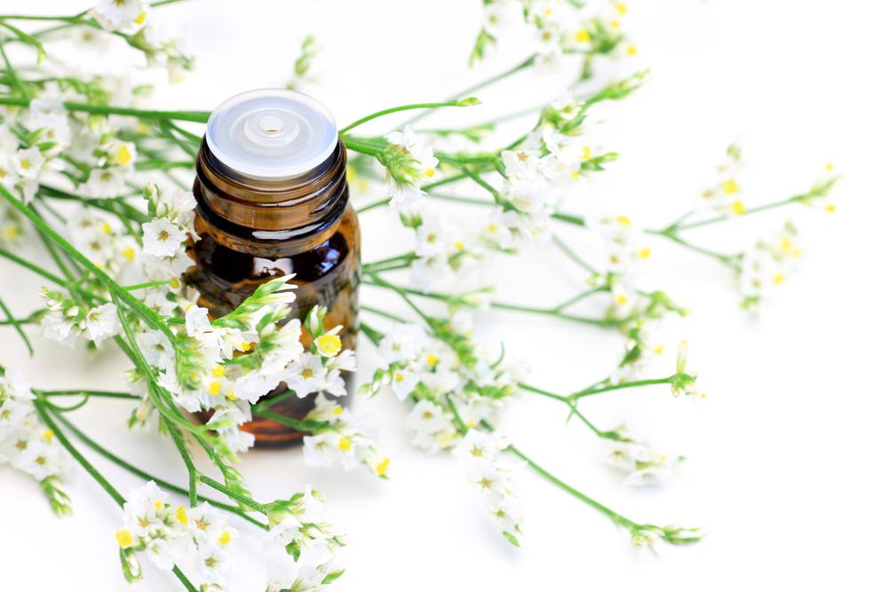アロマテラピーがもたらす「香りのチカラ」で心身ともに健やかな毎日を送りましょう