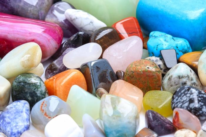 占い師リルの愛され自己啓発〜「惹かれる色」で石を選ぶ