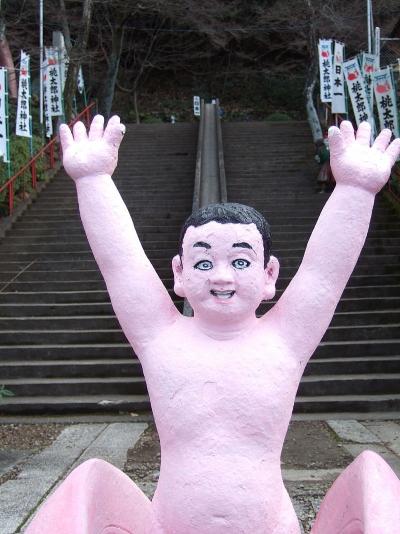 800px-桃太郎像