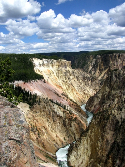 800px-Grand_canyon_of_yellowstone