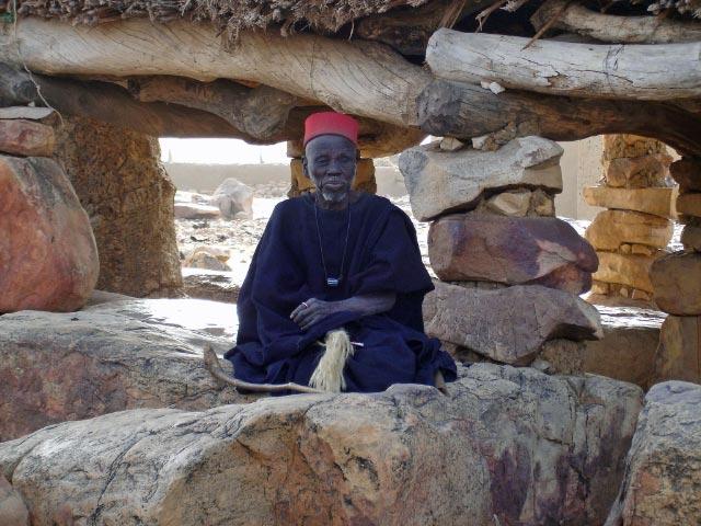 今なお、古代の感覚を維持する神秘の民族 ドゴン族