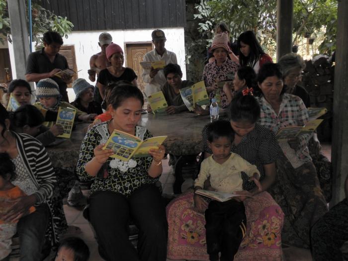 スピリチュアル体験を通して始めたカンボジア支援活動PART.21〜絵本やお菓子のプレゼントを通しての子供たちとのふれあい