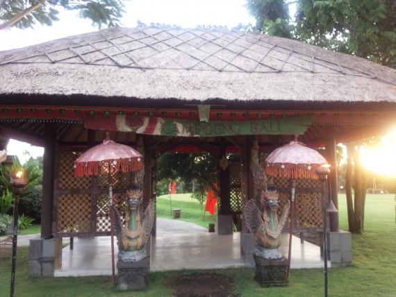 こちらがシアターレストラン『カンポリ バリ』の入り口です。 バリっぽい雰囲気が出ていますね。