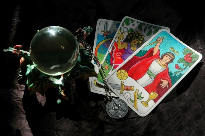 茶々丸が読み解くタロットの世界〜タロットカード大アルカナ、第三番「女帝」について〜