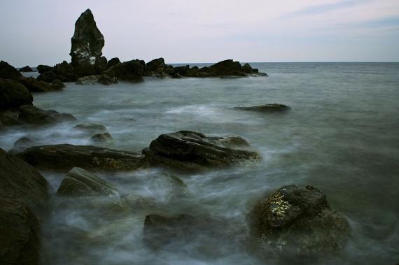 上立神岩(画像提供・ウィキペディア)