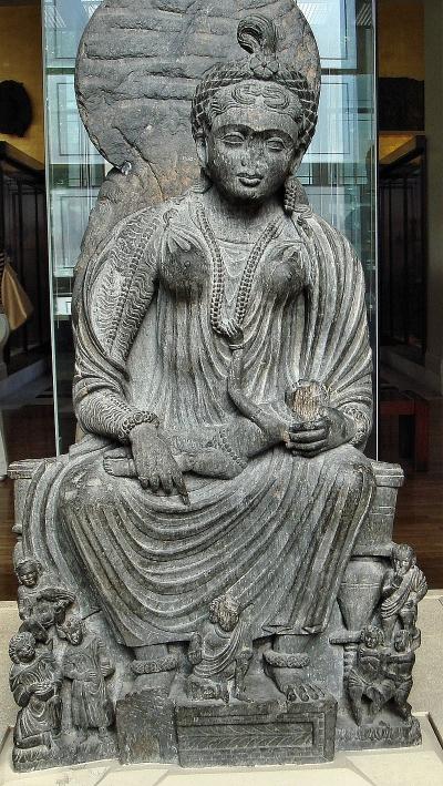 鬼子母神と赤ん坊の像(2-3世紀、ガンダーラ)(画像提供/ウィキペディア)