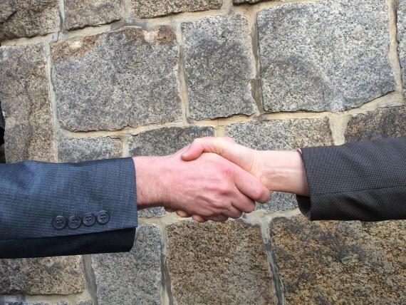 handshake-1205055_960_720