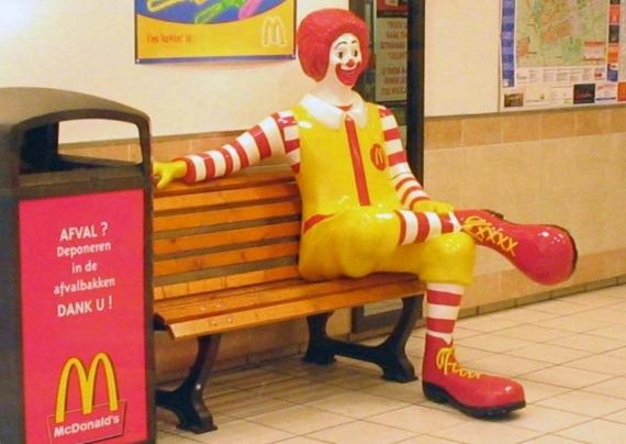 Ronald_McDonald_sitting(画像提供・ウィキペディア)